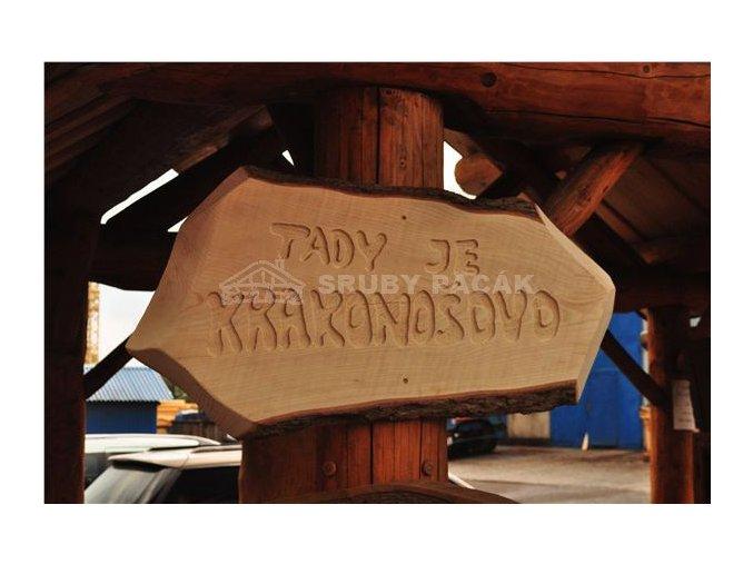 Dřevěné cedule s nápisy