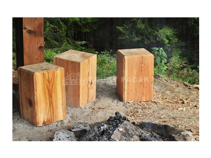 Dřevěný špalek k ohništi, hranol