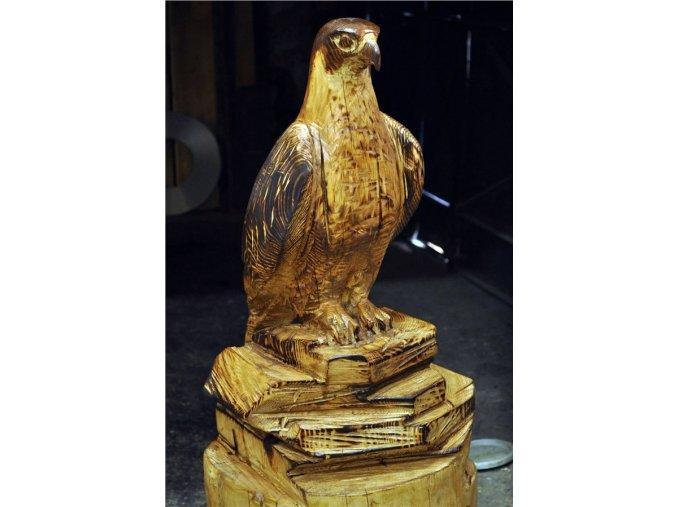 Dřevěná socha, Sokol