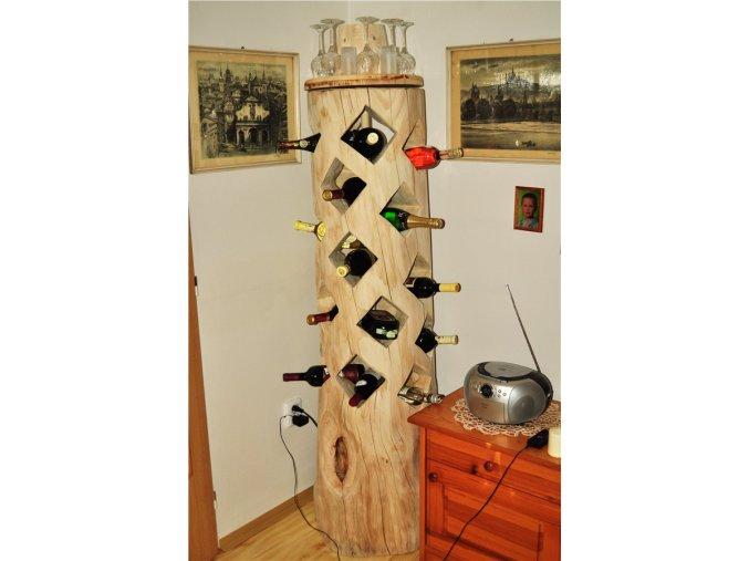 Dřevěný stojan na víno, kmen