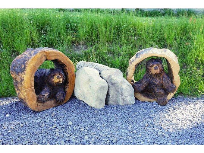 Dřevěná socha, Medvěd v kmeni
