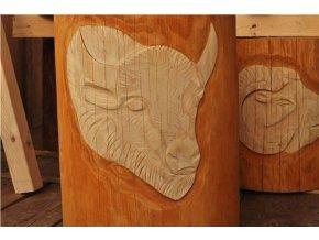 Dřevěný špalek se zdobením