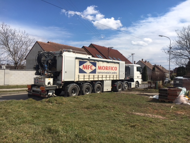 Cementové potěry Brno - Vozidlo s materiálem