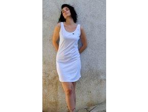 Šaty z bio bavlny, které dávají život stromům a jsou eticky ušity.