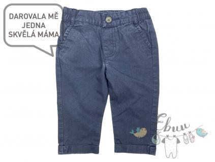 modré kalhoty na knoflík