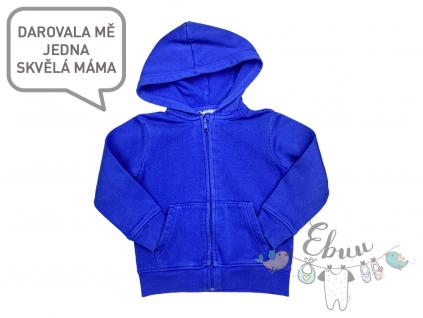 modrá mikina s kapucí