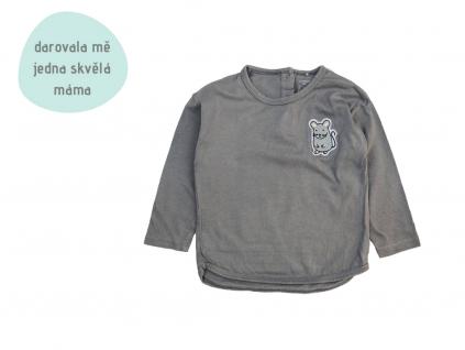 šedé tričko s myškou
