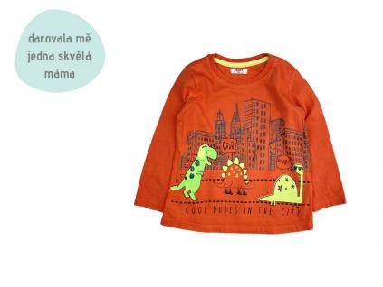 oranžové triko s dinosaury