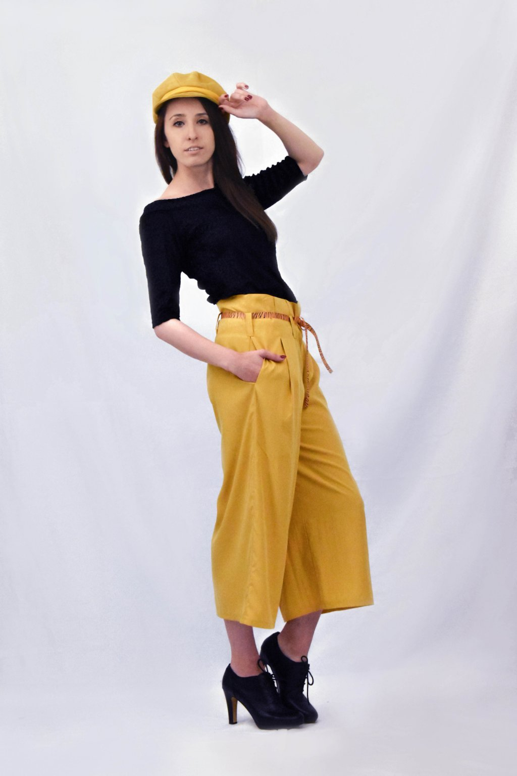 žluté kalhoty bok
