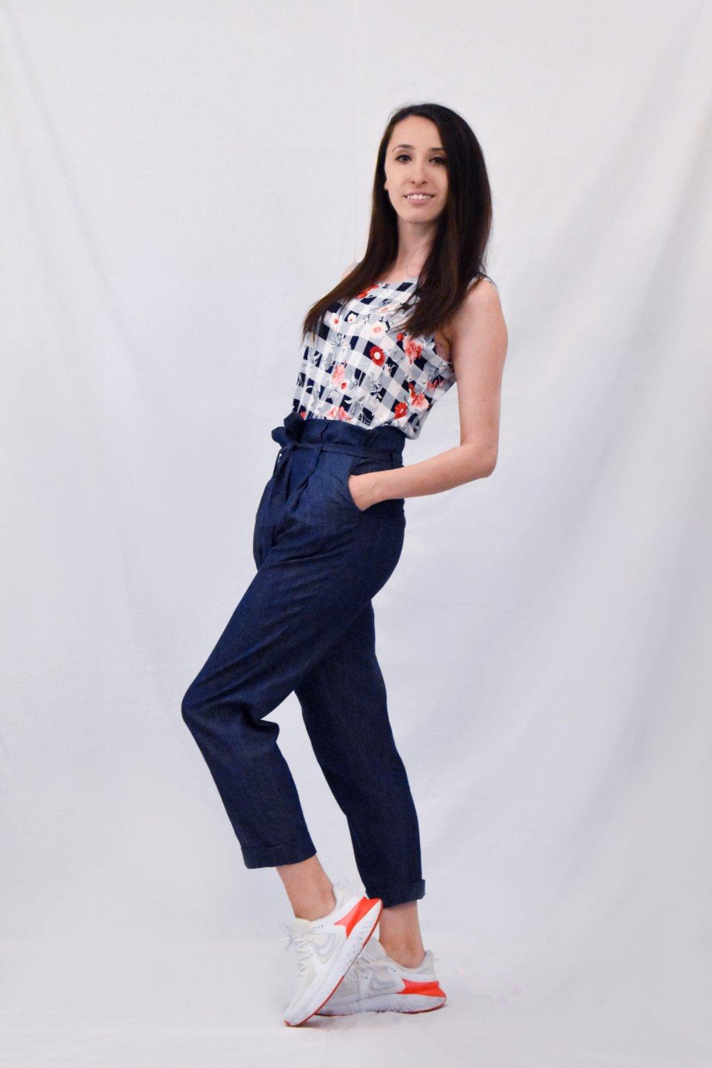 modré kalhoty bok