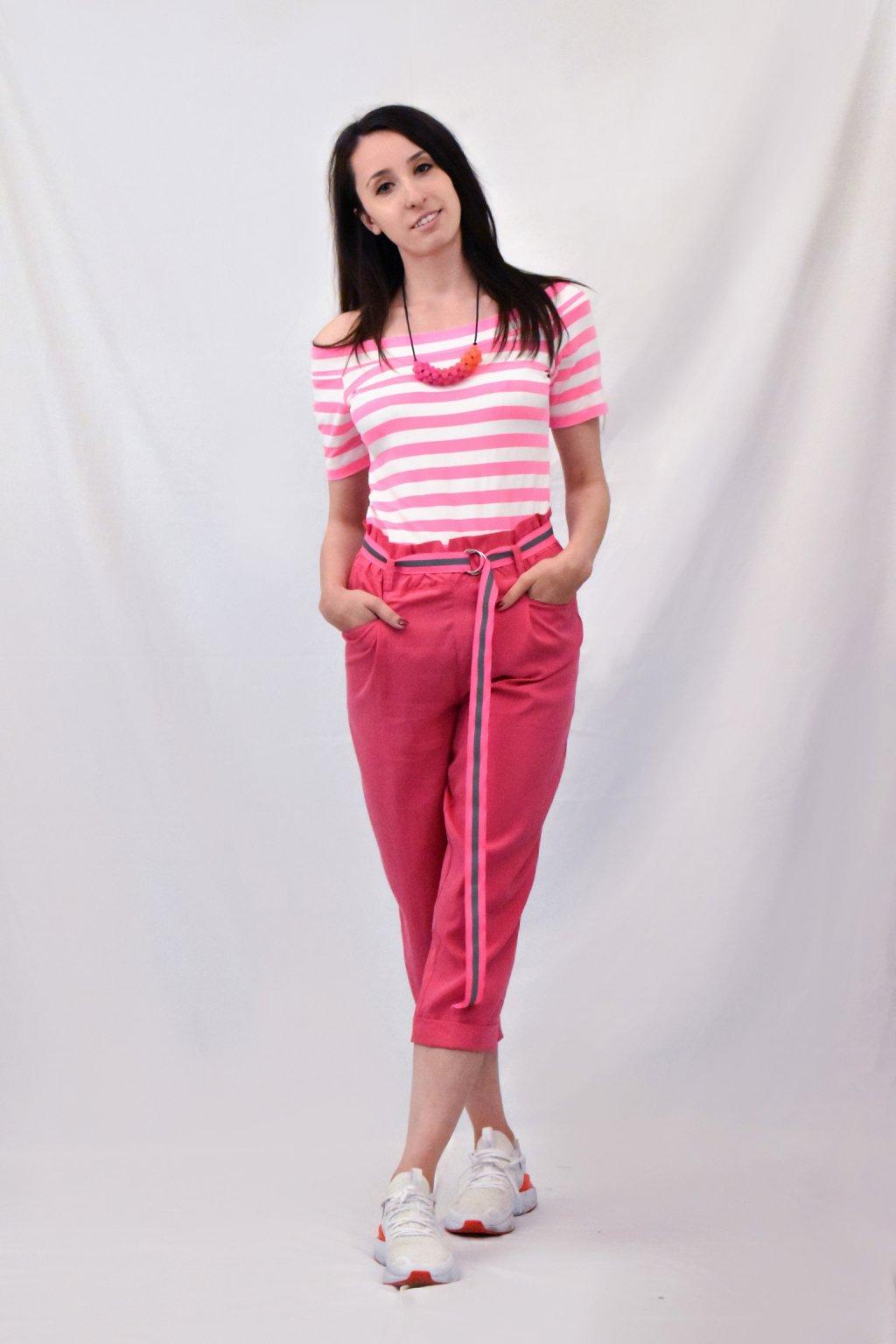 růžové kalhoty předek