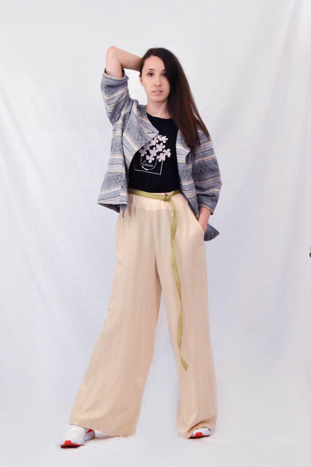 béžové kalhoty předek