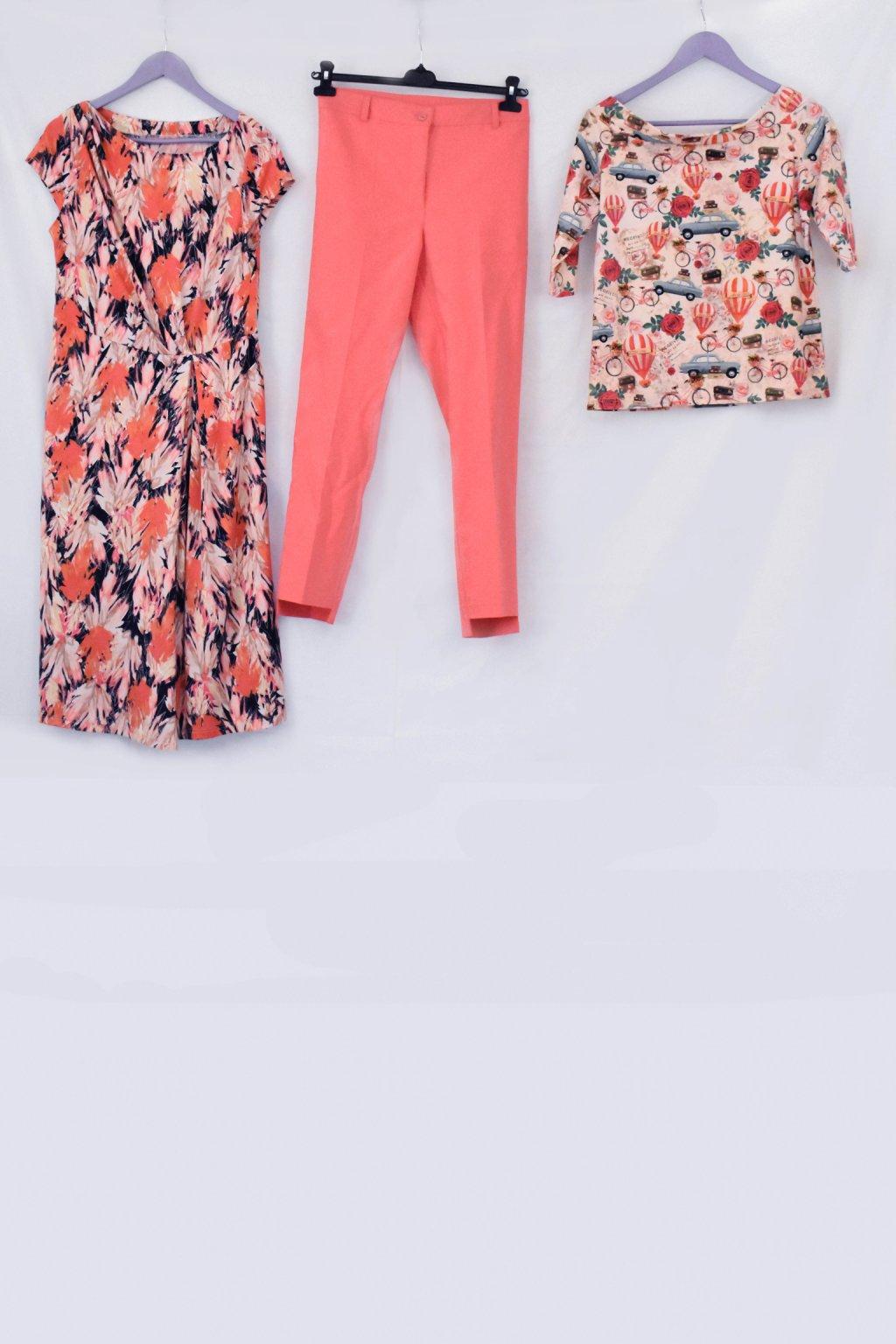 oranžové šaty kalhoty všechno celé