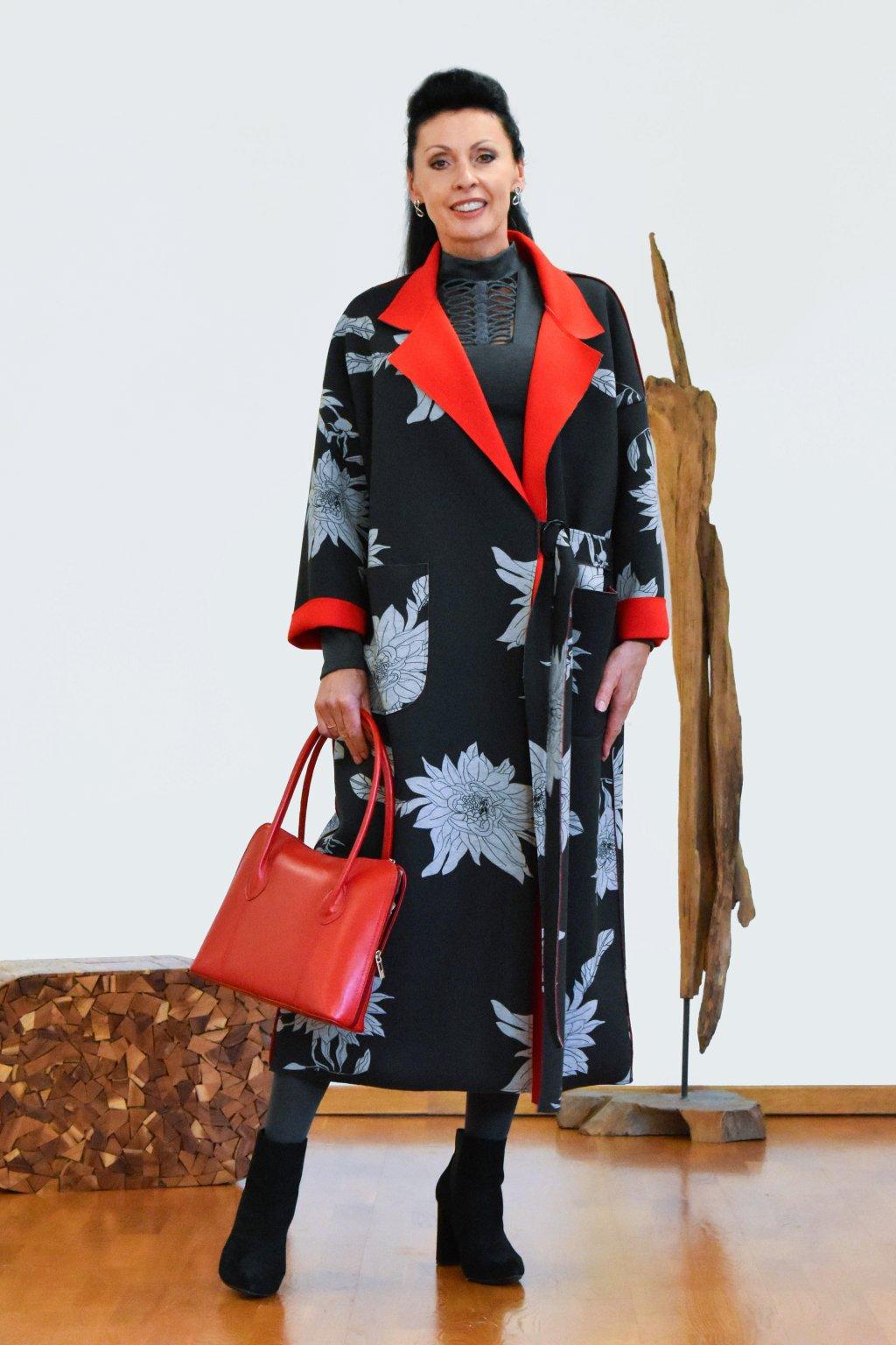 Květovaný dlouhý plášť