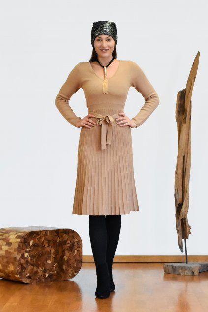 Úpletové šaty s plisovanou sukní