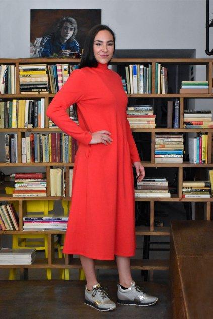 červené šaty z teplákoviny mia