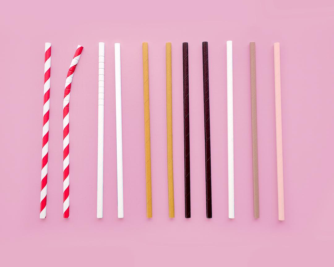 Jsou papírová brčka ekologickou alternativou plastových brček?