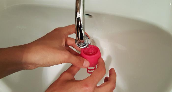 kubeczek-menstruacyjny-czyszczenie
