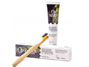 Bělící přírodní zubní pasta Nordics s aktivním uhlím a zeleným čajem Matcha a kartáčkem