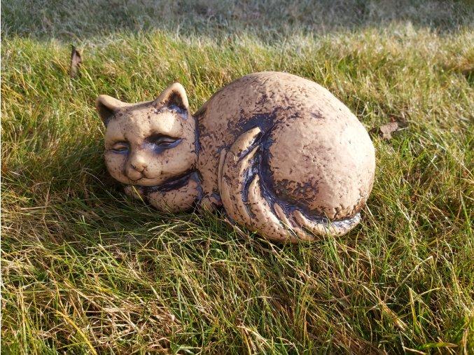Spící kočka figura do zahrady