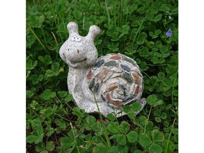 Šnek s kamínky figura do zahrady
