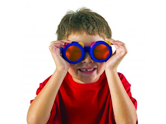 2446 ColorMixingGlasses boy
