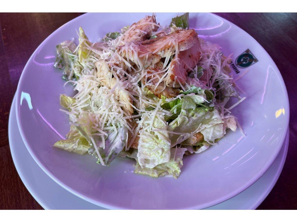 Caesar salát s grilovaným kuřecím masem