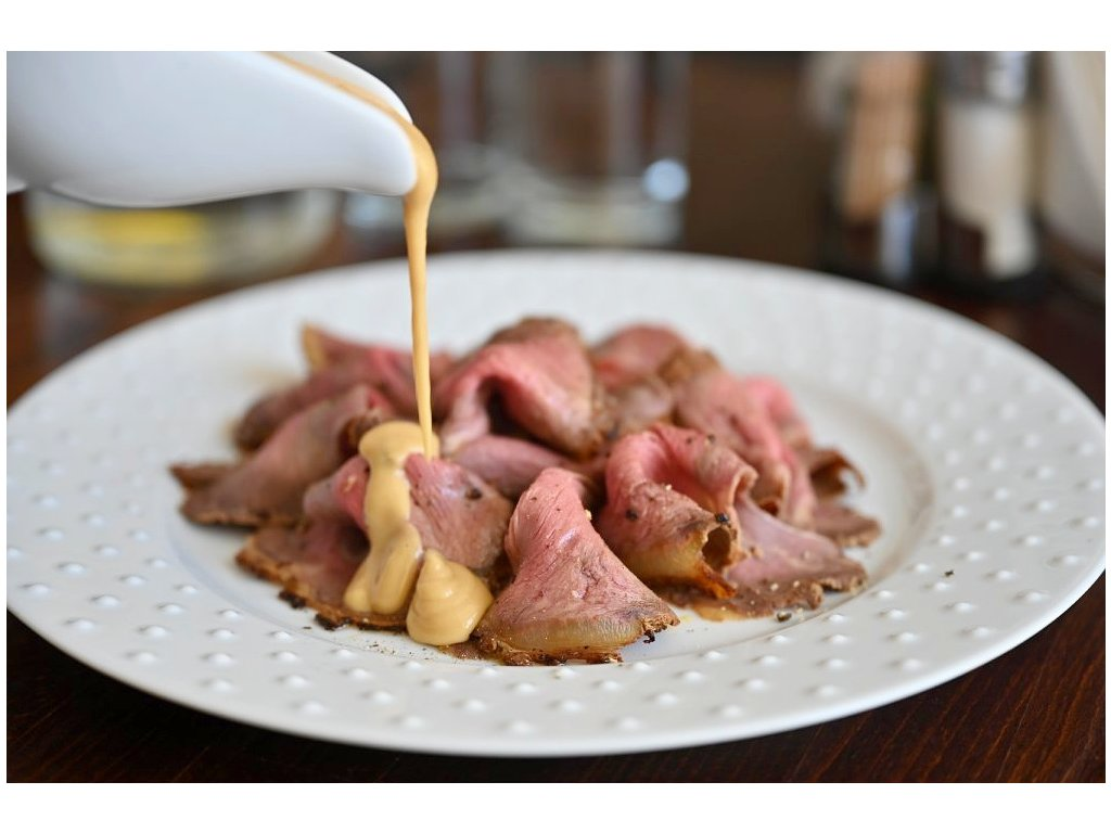 Anglický roastbeef s medovo-hořčicovým dresinkem, baleno po 2 porcích