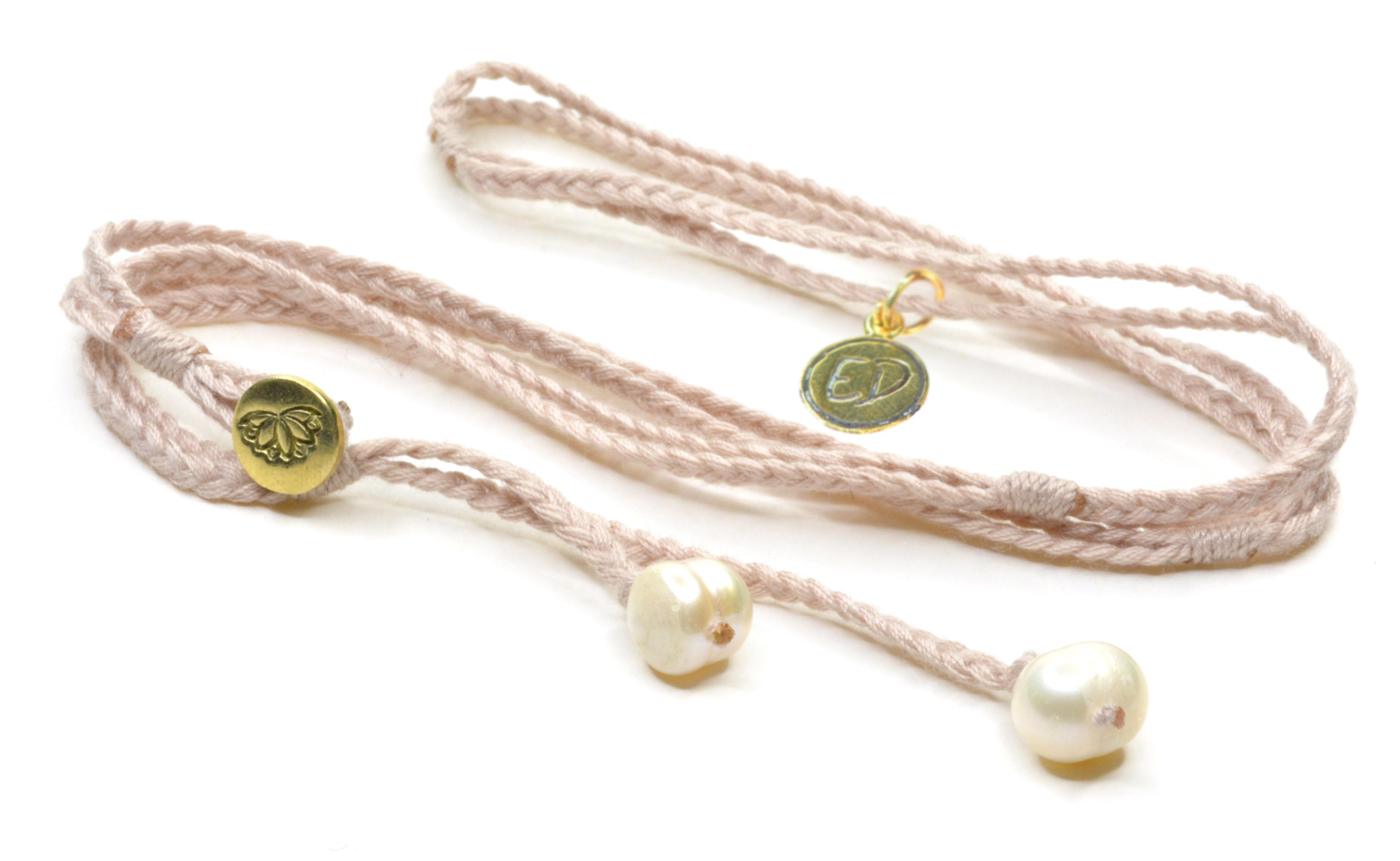 Dámsky pletený náhrdelník s perlami - jemne ružový