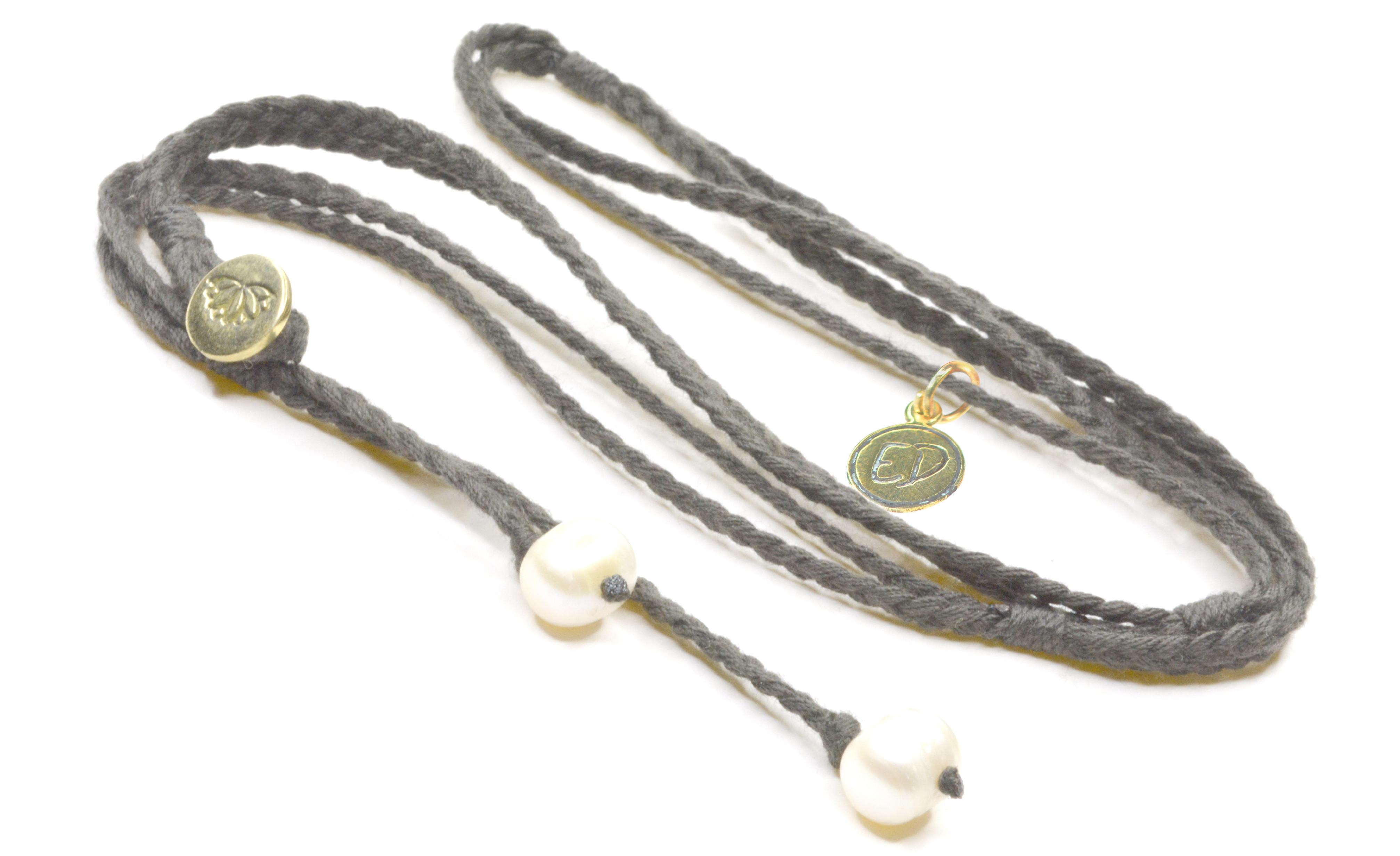 Dámsky pletený náhrdelník s perlami - tmavo čokoládový