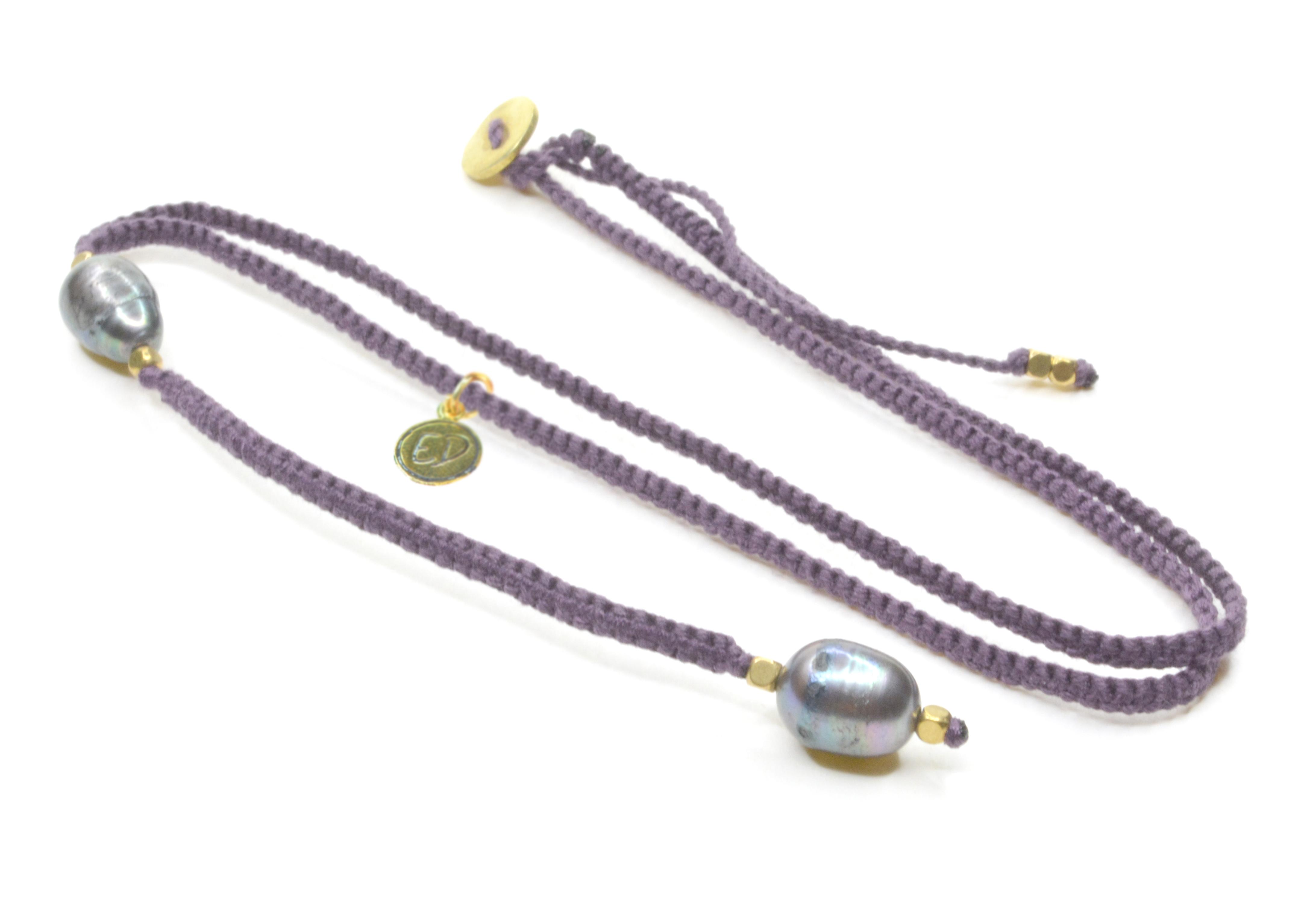 Dámsky ručne pletený náhrdelník s tmavými perlami - fialový