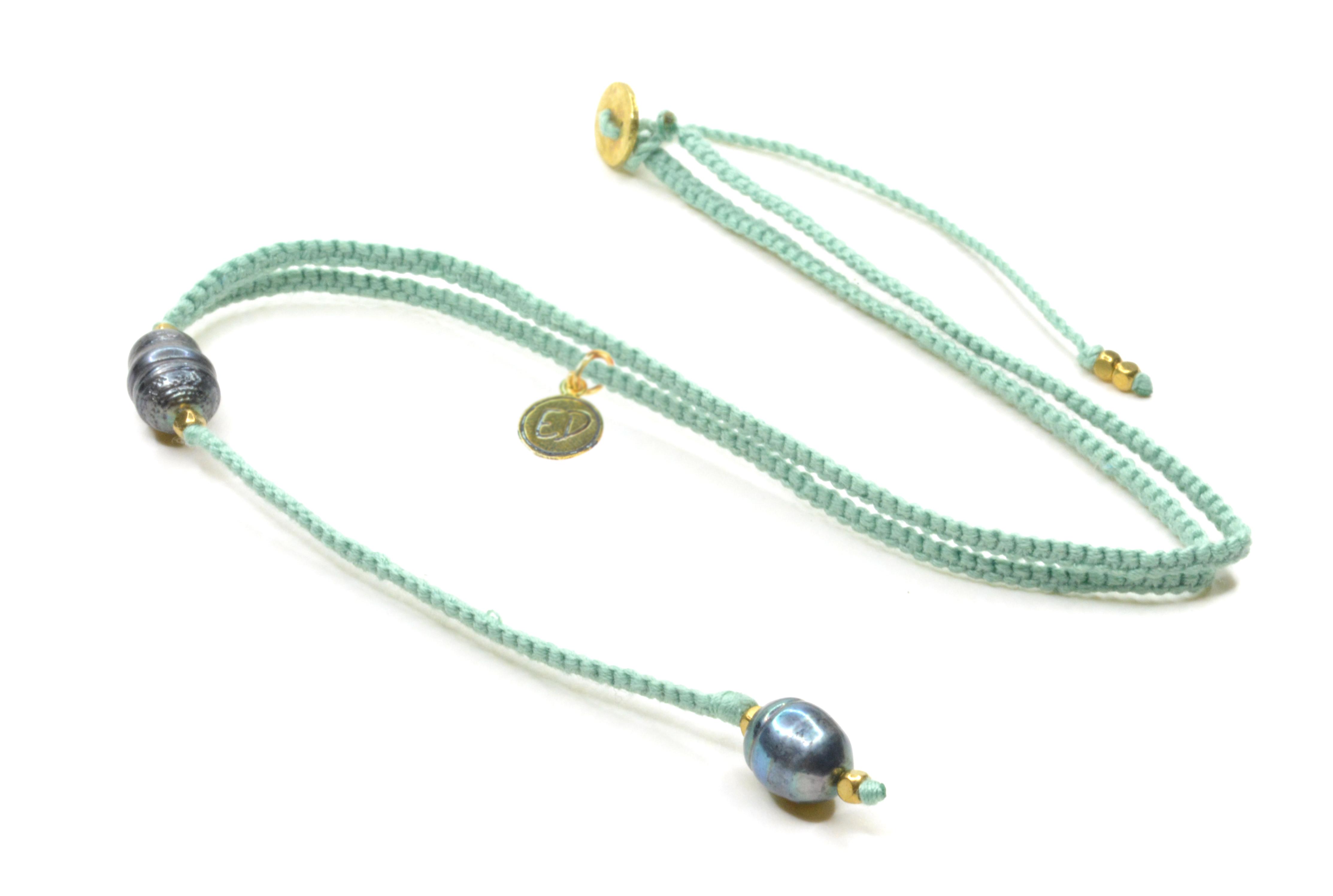 Dámsky ručne pletený náhrdelník s tmavými perlami - mentolový