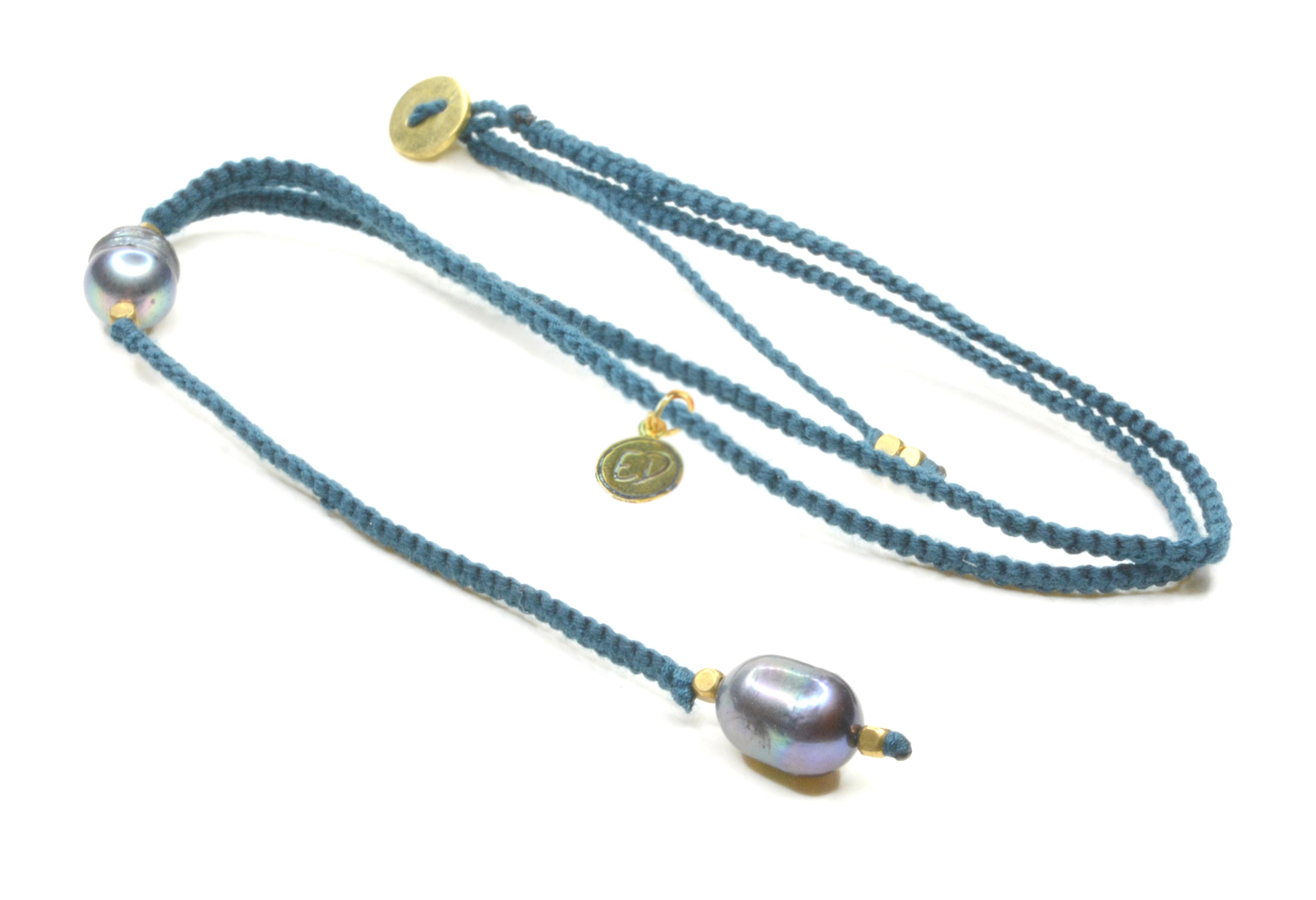 Dámsky ručne pletený náhrdelník s tmavými perlami - modrý