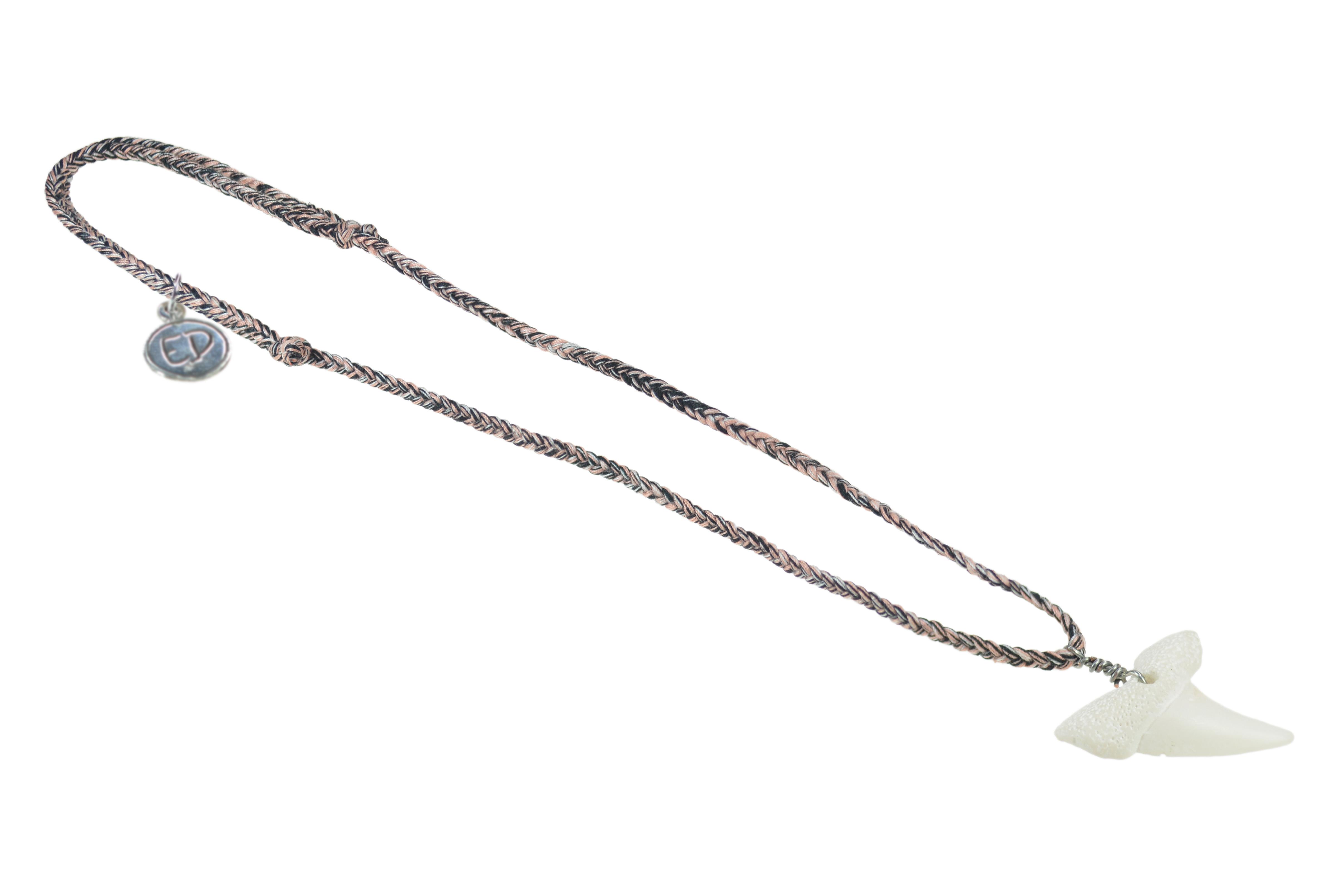Pánsky prírodný náhrdelník s príveskom žraločí zub - hnedý