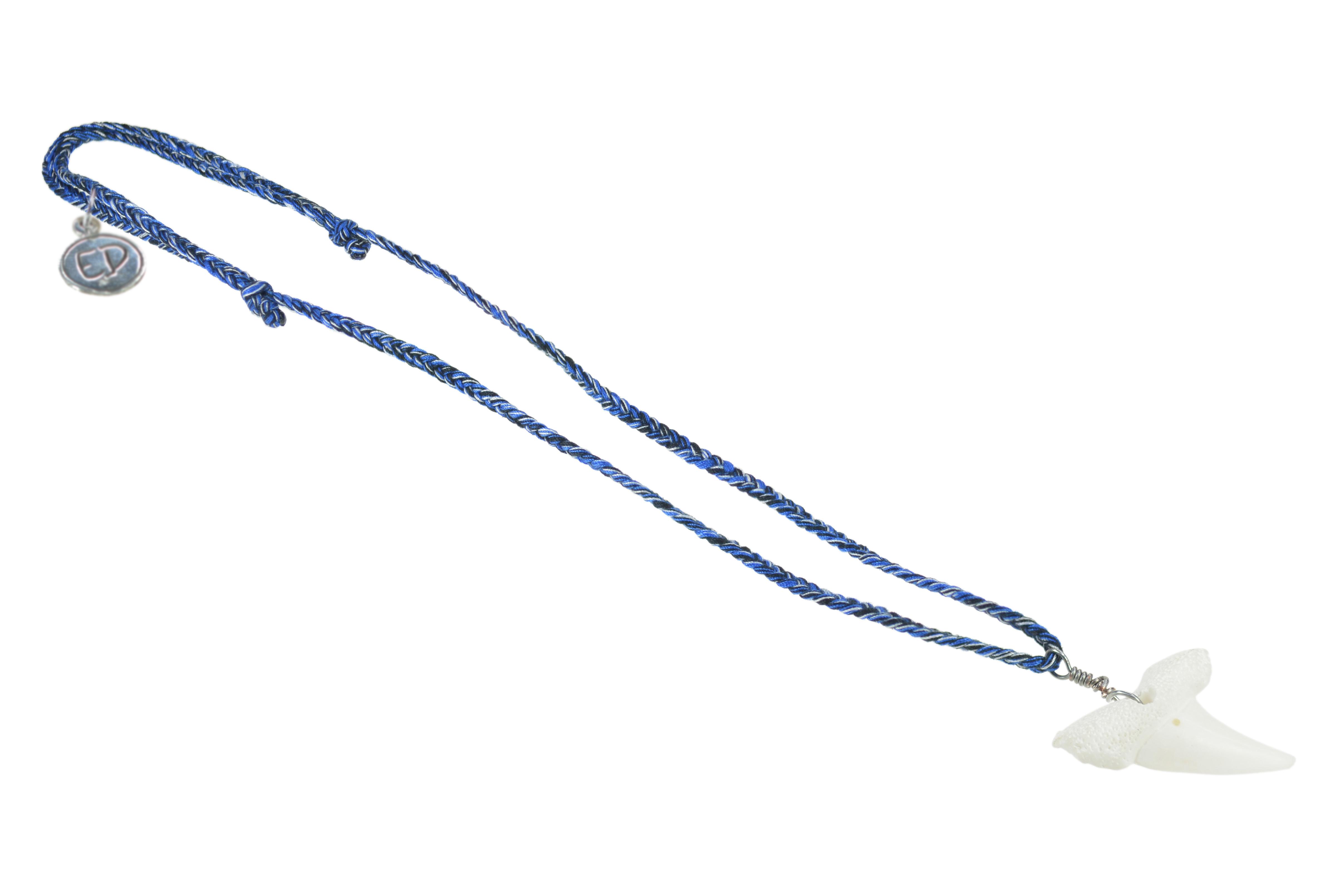 Pánsky prírodný náhrdelník s príveskom žraločí zub - modrý