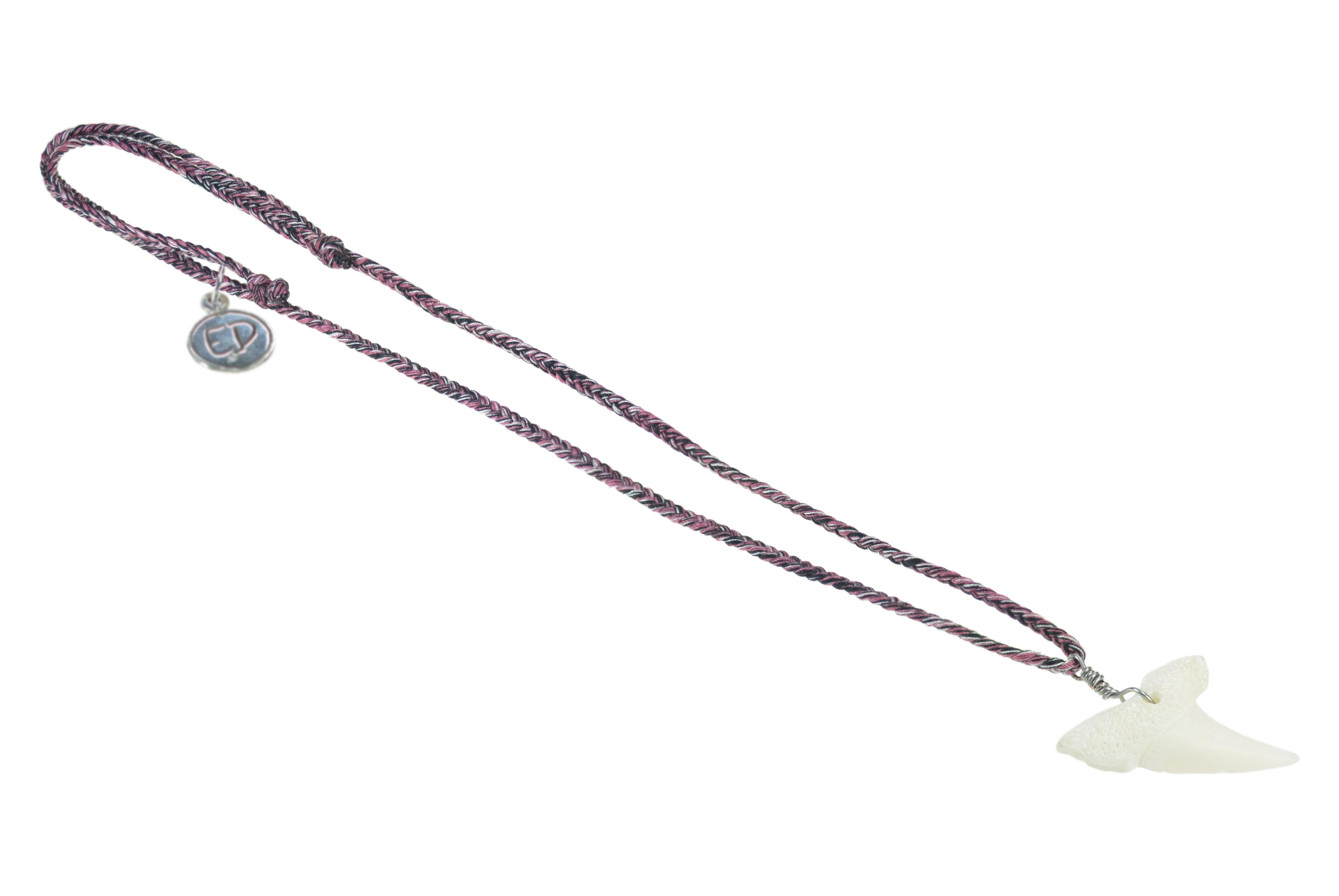 Pánsky prírodný náhrdelník s príveskom žraločí zub - vínový