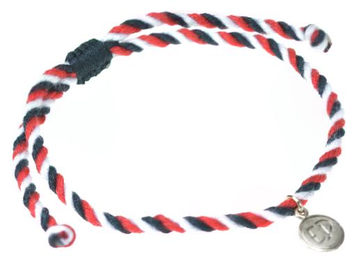 Pletený náramok TRIDATU so strieborným príveskom s logom