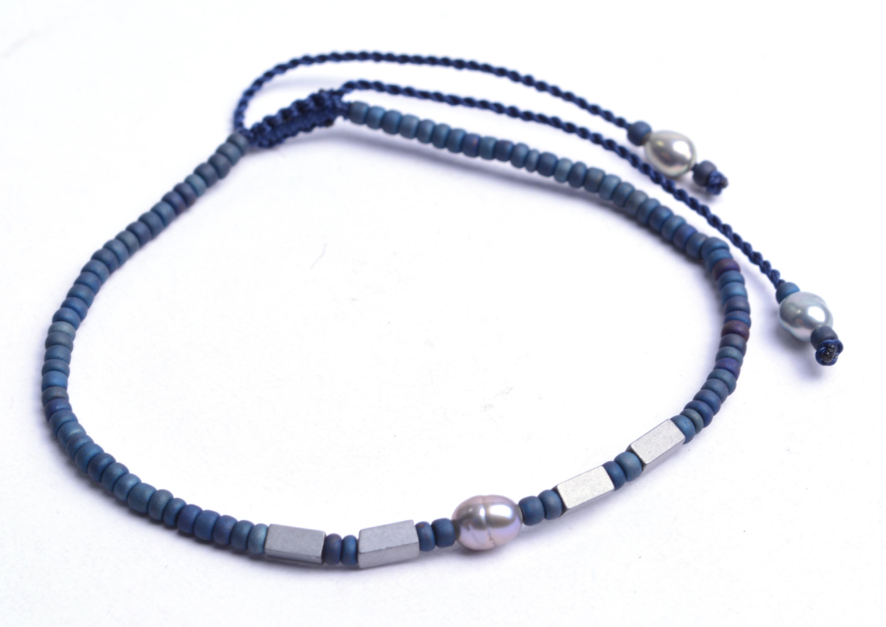 Náramok z japonského rokajlu s riečnou perlou a hematitom - tmavomodrý