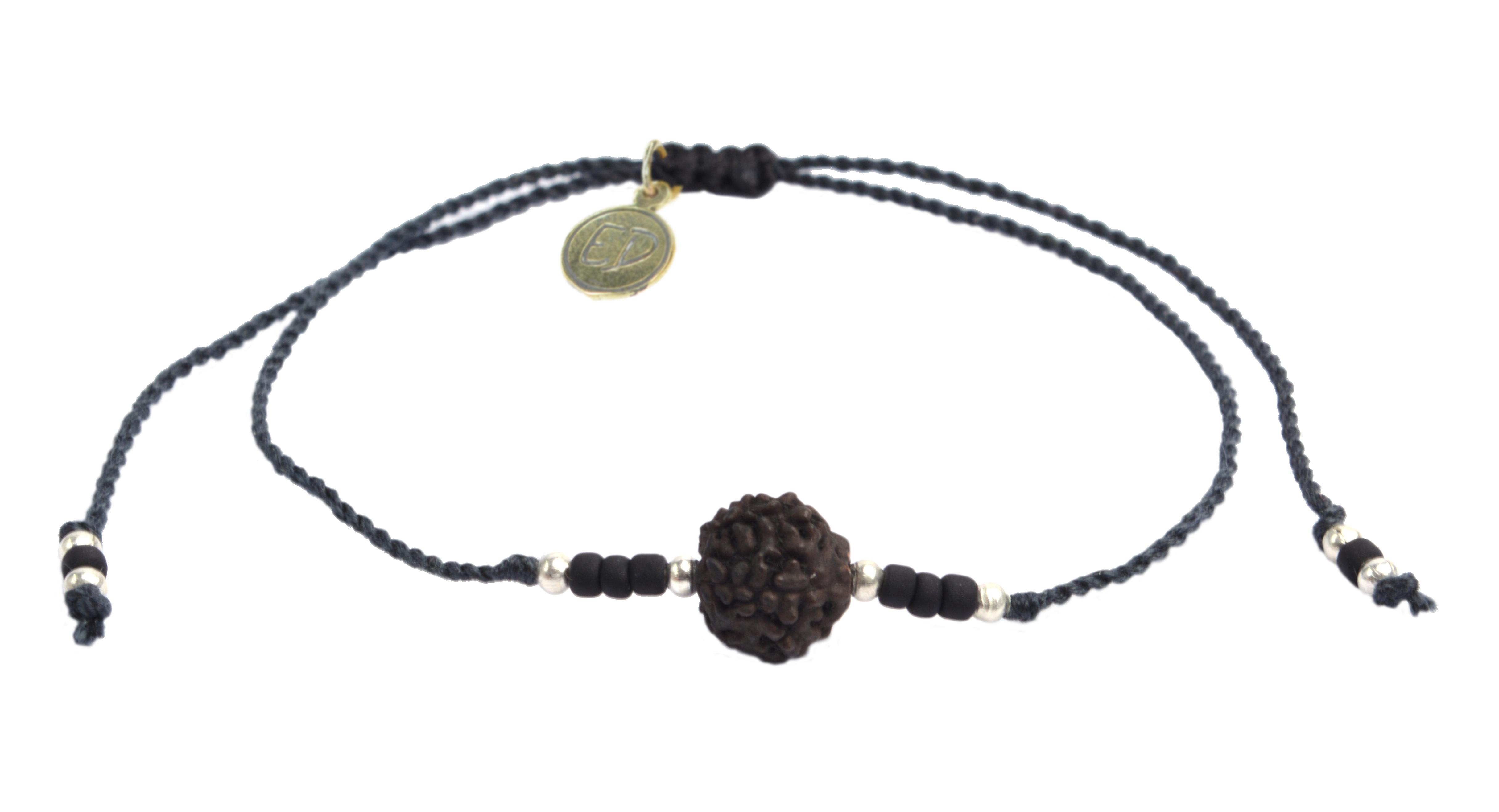 Šnúrkový náramok s tmavou korálkou Rudraksha - čierny