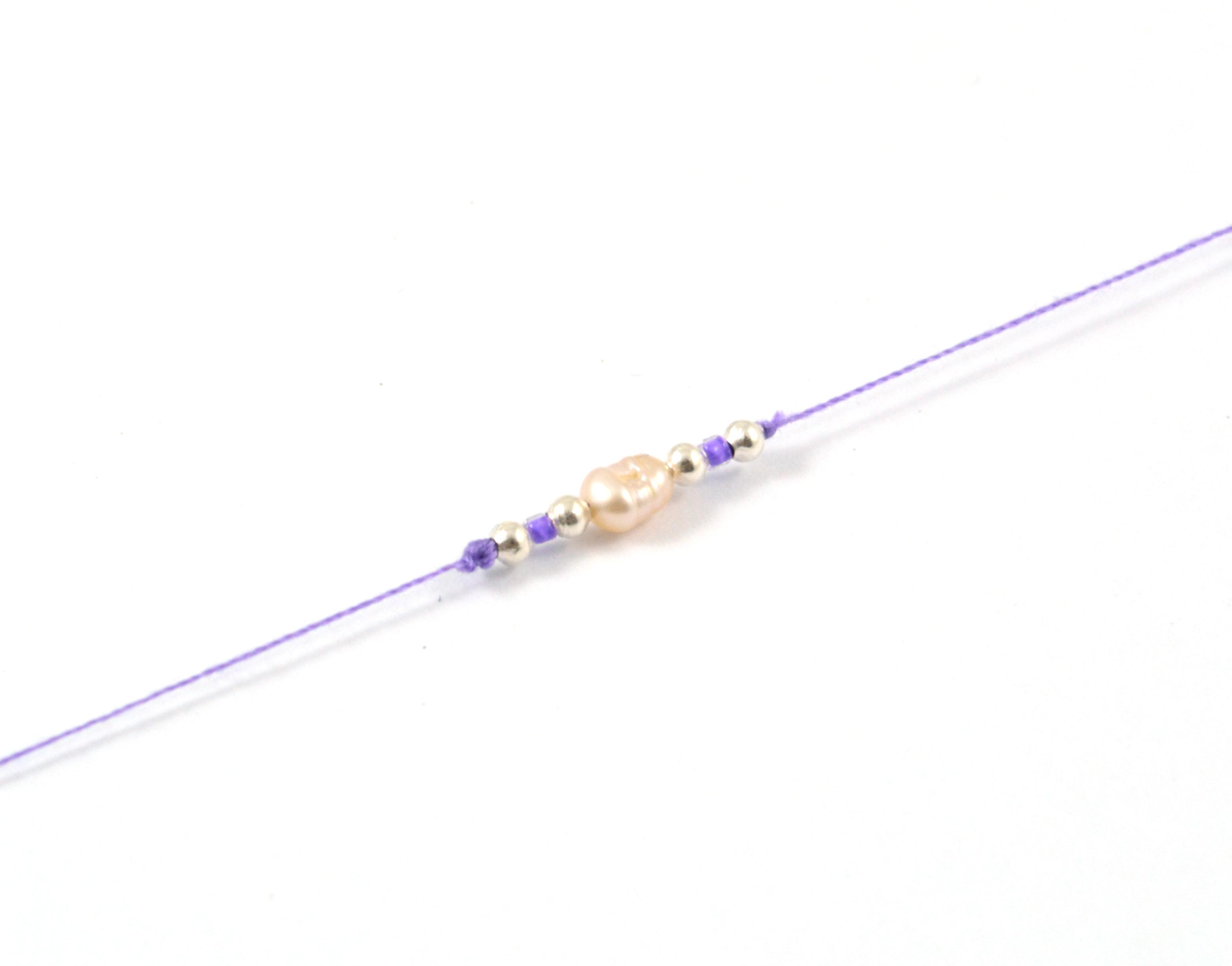 Bavlnený šnúrkový náramok s riečnou perlou - fialový