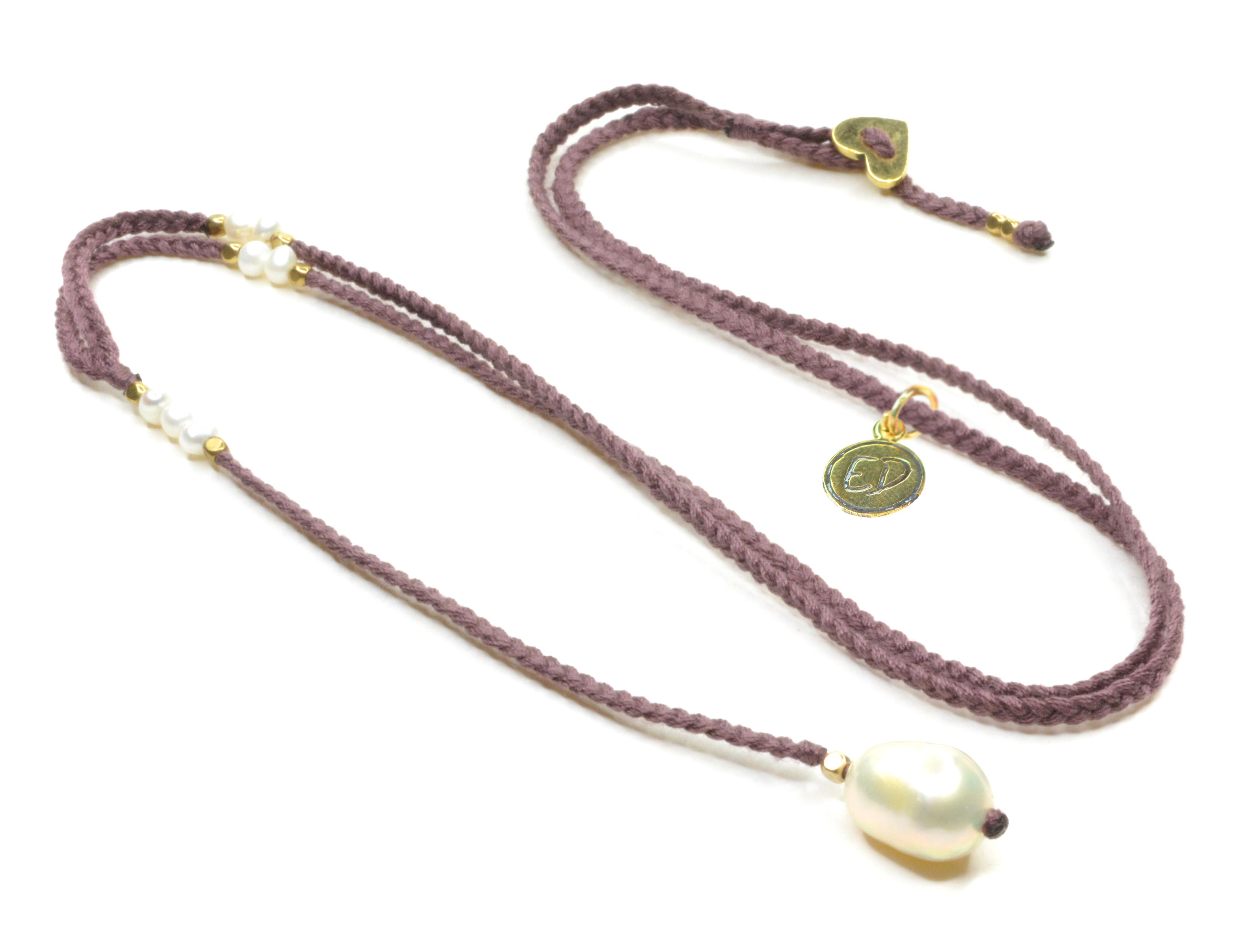 Dámsky ručne pletený náhrdelník s perlou - fialový