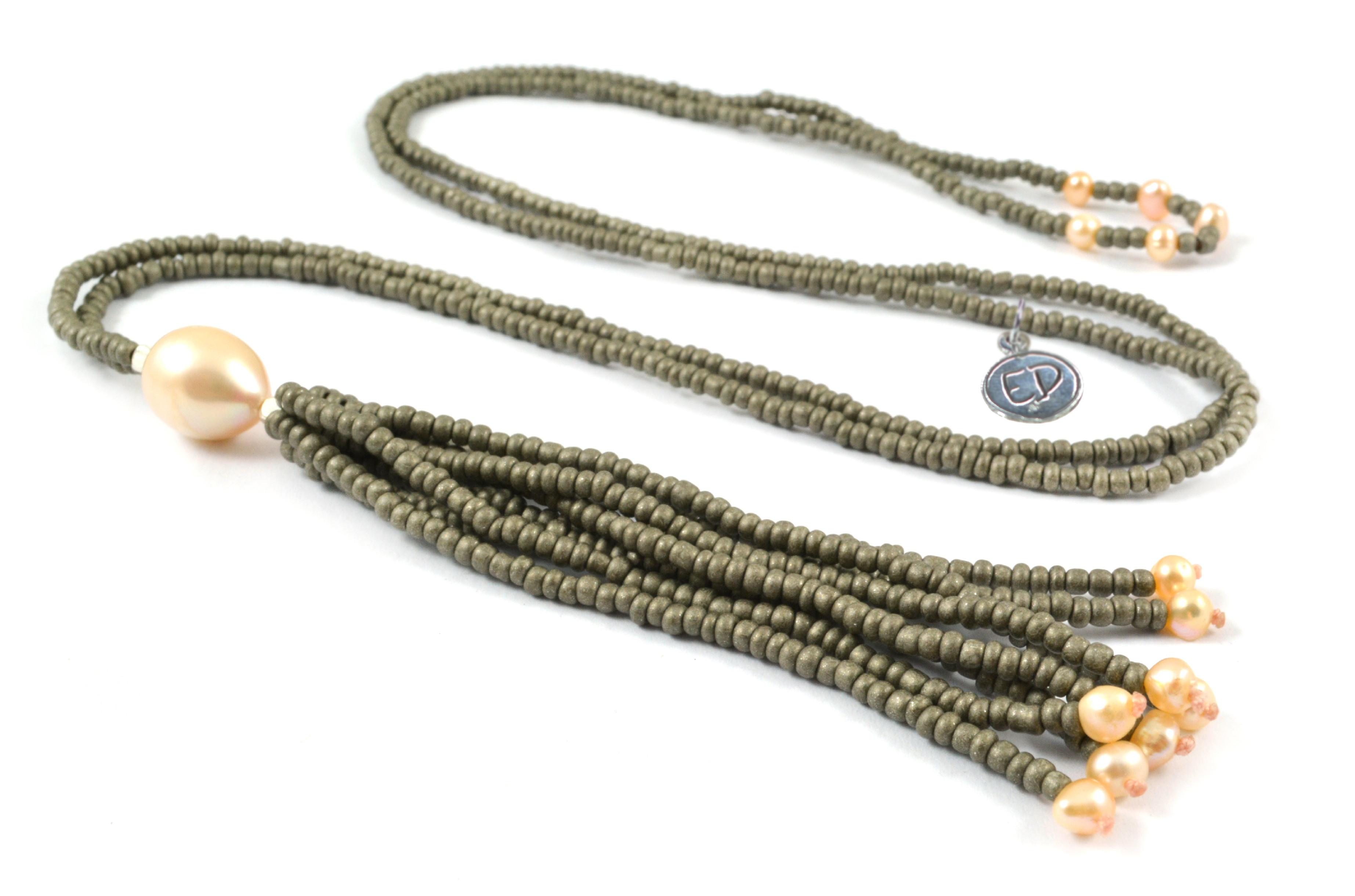 Dámsky korálkový náhrdelník z japonského rokajlu a perál - hnedý