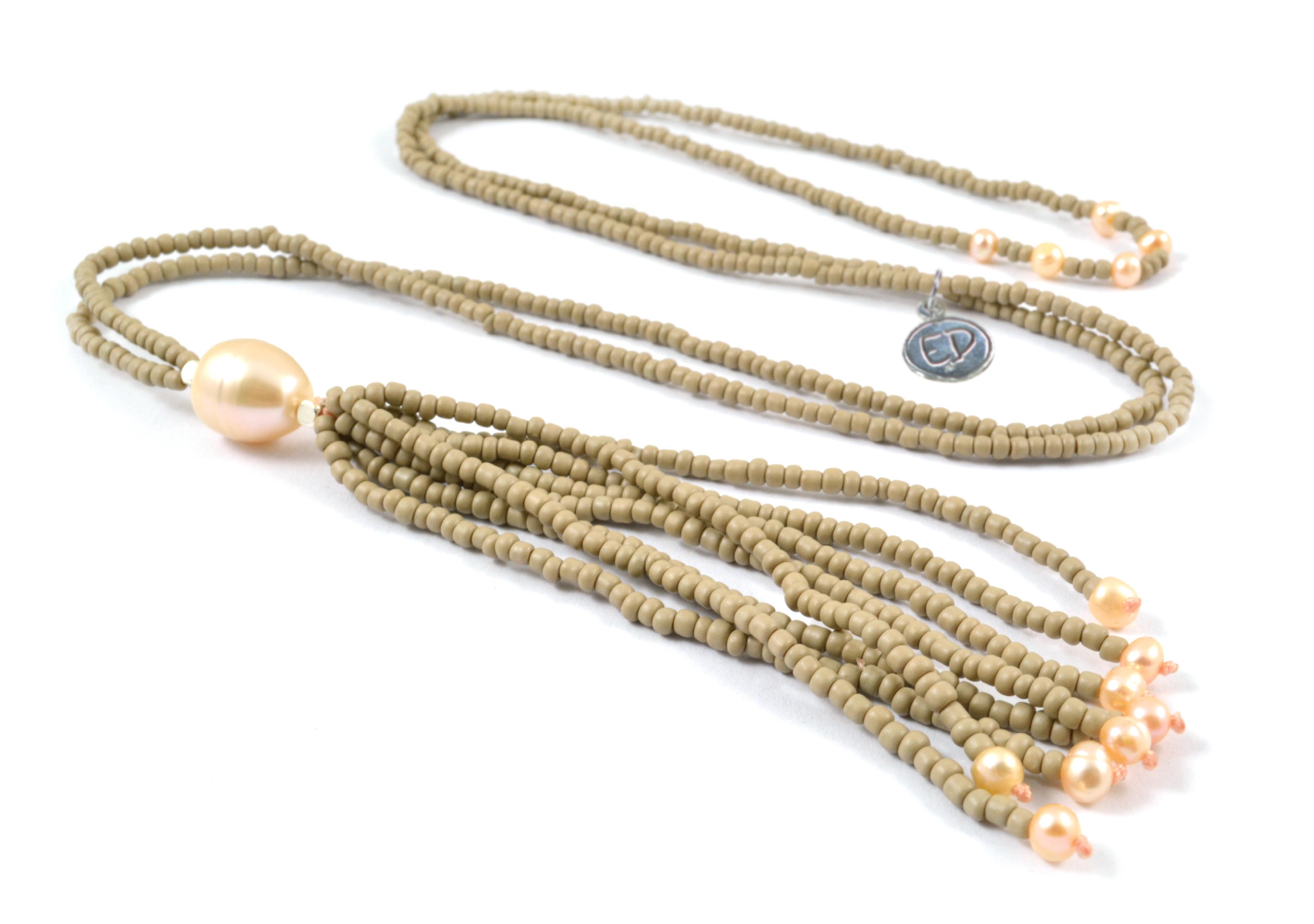 Dámsky korálkový náhrdelník z japonského rokajlu a perál - pieskový