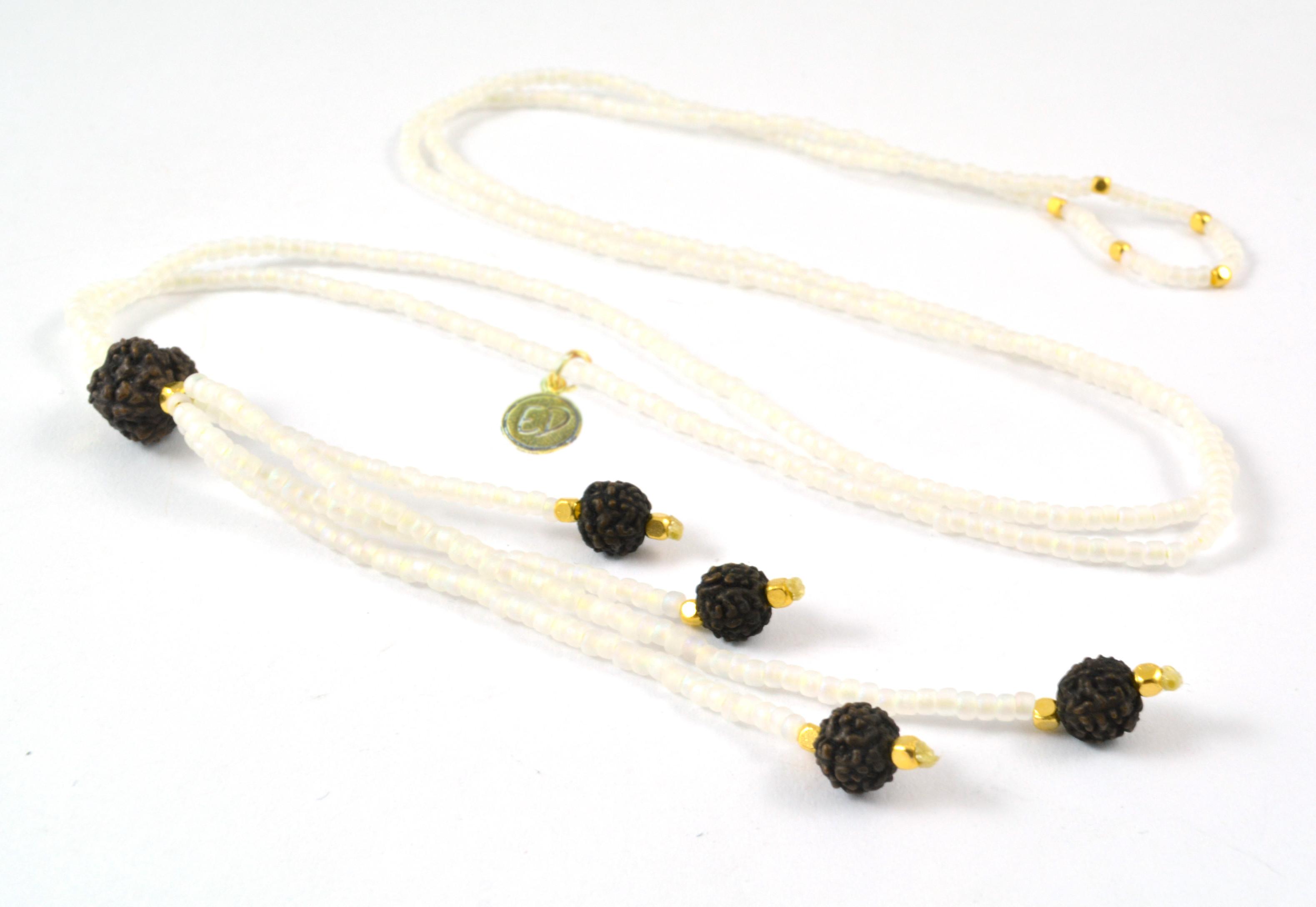 Dámsky prírodný náhrdelník z japonského rokajlu a rudrakshy - biely