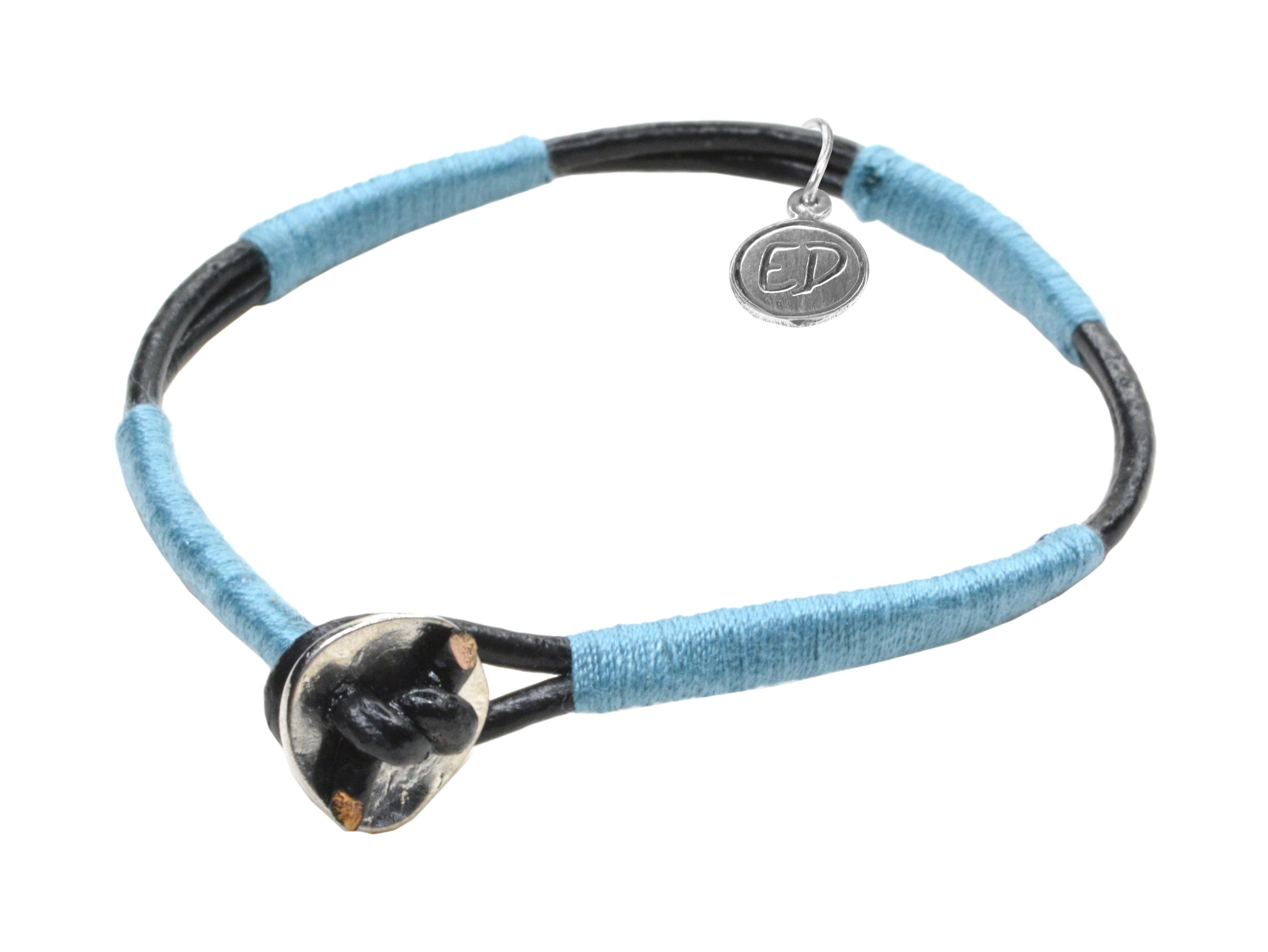 Dámsky kožený náramok s modrou bavlnou