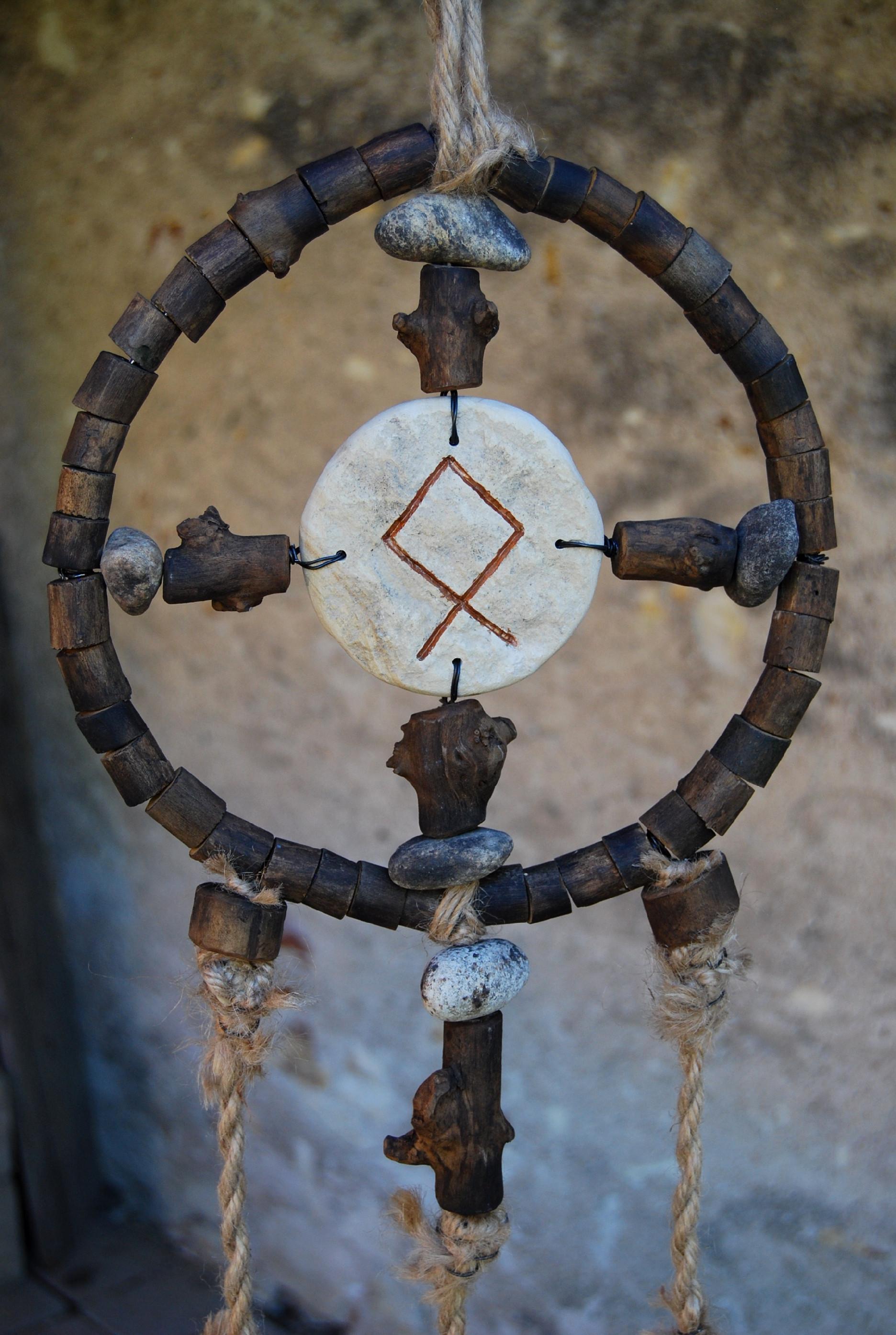 Bezové kruhy, Kamenní Strážci, jiné