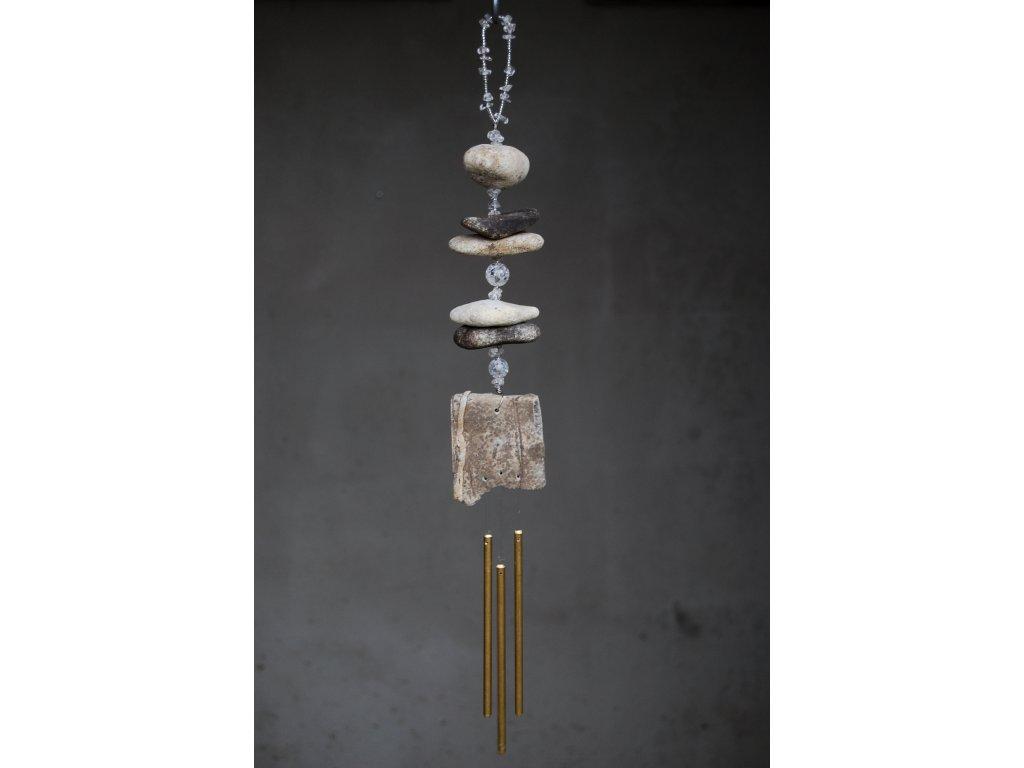 Kamenná zvonkohra s křišťálem