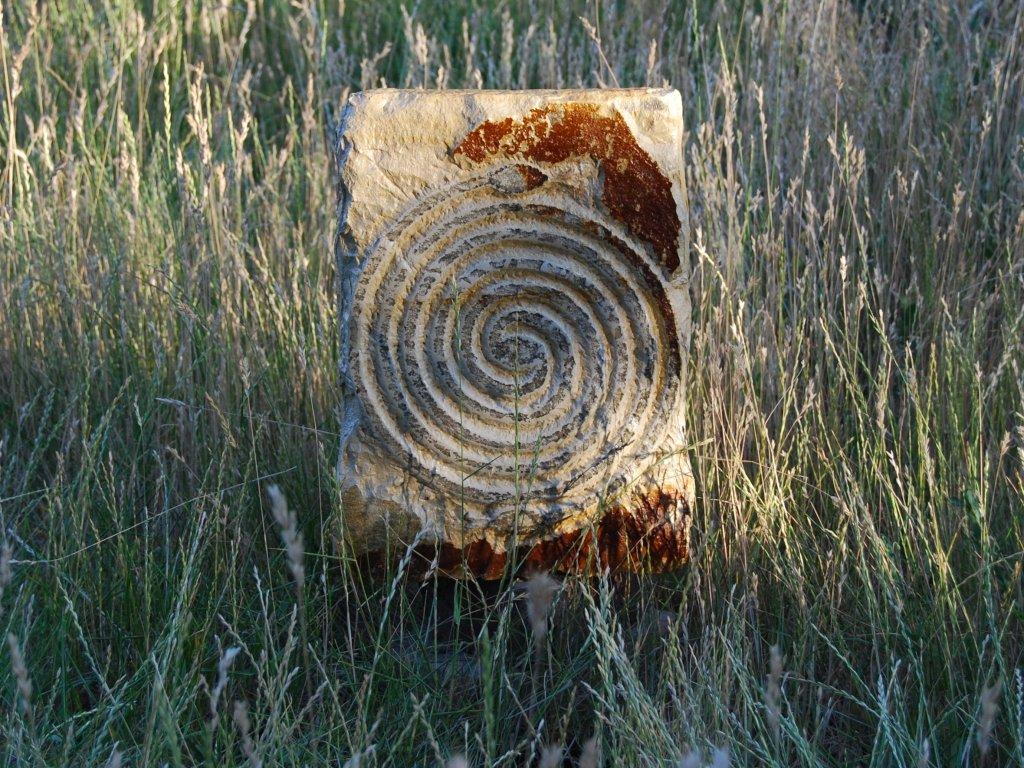 Kamenný reliéf z opuky - Hadí spirála