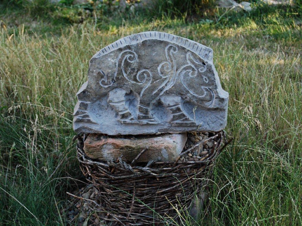 Kamenný reliéf z pískovce - keltský kanec