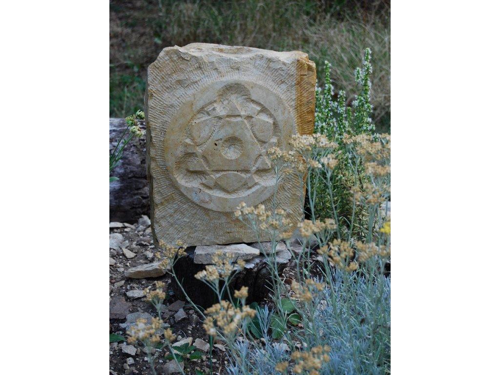 Kamenný reliéf z opuky (vzhledem k hmotnosti nad 30 kg preferujeme osobní odběr, případně lze zaslat dle aktuálního ceníku přepravních společností)